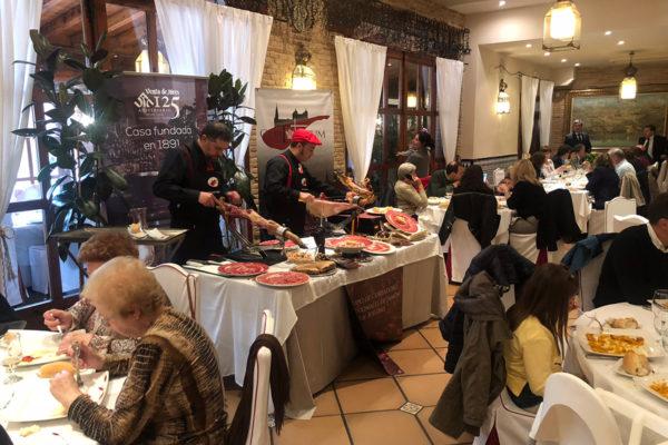 cortando-jamon-venta-de-aires-catering